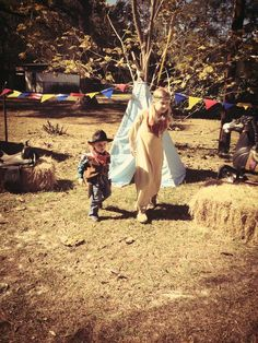 Birthday powwow, cowboys and Indians party. Indian Birthday Parties, Indian Party, 5th Birthday, Birthday Ideas, Fun Ideas, Party Ideas, Luke 2, Cowboys And Indians, Pow Wow