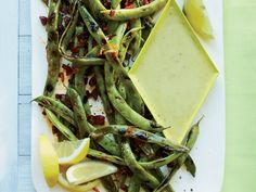 Food & Wines Cast-Iron-Grilled Romano Beans with Garlic Aioli is a perfect summer entertaining dish. Grilled Vegetable Recipes, Grilling Recipes, Cooking Recipes, Iron Skillet Recipes, Skillet Meals, Skillet Cooking, Side Dish Recipes, Wine Recipes, Side Dishes