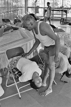 BKS Iyengar teaching yoga in India
