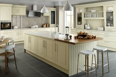 Brand: Bella Create a stylish kitchen design with the Alabaster Surrey kitchen units in the Bella collection - a classic, timeless style that is versatile enough to be right at home with both traditional and contemporary home decors… Farmhouse Style Kitchen, Modern Farmhouse Kitchens, Rustic Kitchen, Shaker Kitchen, Contemporary Kitchens, Kitchen Unit Doors, Kitchen Cupboard, Bella Kitchen, Green Kitchen