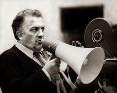 Federico Fellini al lavoro sul set