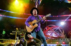 Garth Brooks Adds 5 More Dallas Shows, Will Debut New Stage Design