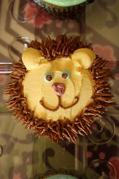 I agreed to help my cousin make lion cupcakes for her son's birthday party... I quite like this idea...