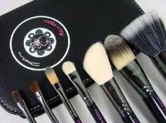 MAC Hello Kitty Brush Set (1small Extra Free Brush)