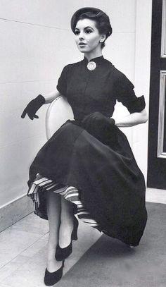 Adore her whole ensemble! (1951) #vintage #1950s #fashion #dresses