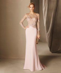 vestido de festa rosa claro com manga