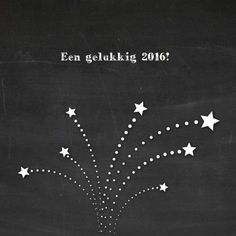 Leuke nieuwjaarskaart met vuurwerk, getekend in wit. Achtergrond is afbeelding van schoolbord. Tekst: Een gelukkig 2016!:
