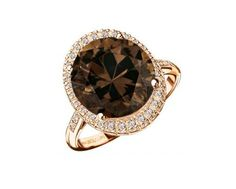Bague Vraiment Toi  Bague Quartz fumé (4,10 carats) sertie 4 griffes. Cette bague en or rouge 18 carats entourée d'un pavage diamants (0,16 carat) met en avant le travail de la pierre centrale.