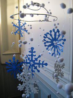 cristaux de neige de Noel Decoration Creche, Books Art, Christmas Toys, New Years Eve Party, Centre, Snowflakes, Home Improvement, Chandelier, Ceiling Lights