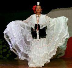 Beautiful Veracruz Folklorico Dancer La Bruja