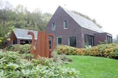 This zero-energy home renovation is genius Home Renovation, Restoration, Eco Friendly, Shed, Villa, Green Homes, Inspireren, Outdoor Structures, Cabin