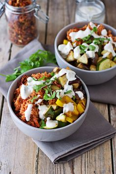 The vegan and glutenfree Mediterranean Quinoa with Cashew Tzatziki is a perfect summer dish: freshly roasted vegetables, tomato-quinoa, and the Tzatziki.
