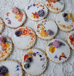 Cookies with Crystallized Edible Flowers  http://cookieconnection.juliausher.com/clip/cookies-with-crystallized-edible-flowers