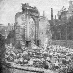 Op 14 mei 1849 brandde op de Leuvehaven de stoom suikerraffinaderij van Ph. Tromp voledig uit. We zien hier de getroffen woon- en pakhuizen.