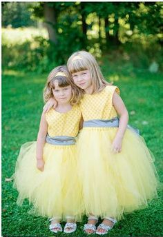 Flower girls in yellow dresses..... too bad I don't have one
