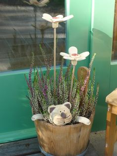 From the life of a potter .- Dalla vita di un vasaio …. From the life of a potter … - Clay Projects, Clay Crafts, Diy And Crafts, Ceramic Animals, Clay Animals, Floral Centerpieces, Flower Arrangements, Balcony Flowers, Garden Deco
