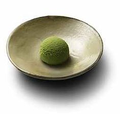 Uji no Sato (Uji village) - This wagashi cake is dusted with Uji matcha powder. It is a nod to the first harvest of the year, a very seasonnal event for all tea lovers as Uji is one of the most famous area for tea production in Japan.[personnal translation]