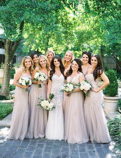 華やかな中立花嫁介添人ドレス