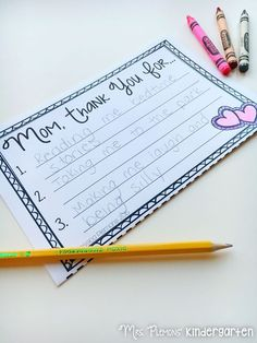 Help students show mom how special she is, by thanking her for 3 special things she does with this FREE Mother's Day writing activity.
