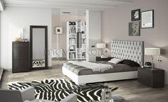 No quarto NB 540, tentamos reproduzir um ambiente sofisticado sem descuidar o conforto. O Quarto NB 540 é composto por: uma cama casal para colchão 195x150 (opção: 195x160), com estrado metálico incluído, duas mesas cabeceira (com duas gavetas), um Camiseiro (com cinco gavetas) e um espelho alto. Pode ser personalizado conforme as cores e tecidos apresentados.