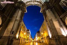 Visitare l'arco di trionfo alla fine di Rua Augusta a Lisbona e il suo elevador al belvedere