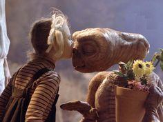 E.T., Drew y la planta :)