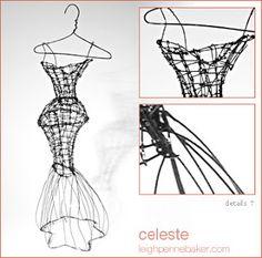 Pennebaker usa de manera irregular vallas de metal y barras de amarre de alambre para la construcción de los vestidos. Estos medios evocan un contraste interesante con el tema. La nitidez y calidad lineal del hilo crea una expresión de la forma que es a la vez elegante y caprichosa.