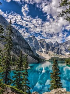 Moraine Lake – Banff National Park – Alberta – Canada