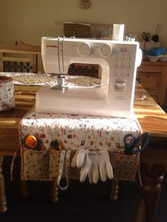 Sewing machine cover and mat with handy pockets