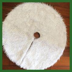 1pcs Creative White Plush Christmas Tree Skirts Fur Carpet Xmas Decoration New Year Home Outdoor Decor Event Party Tree Skirts