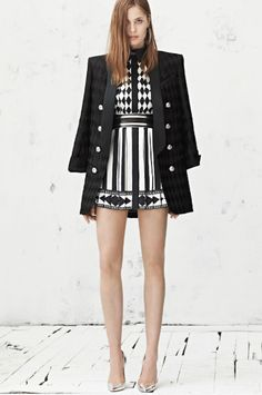 Street Style Black And White Enjoyment--- I WANT THIS DRESS!!!!! Baaad.