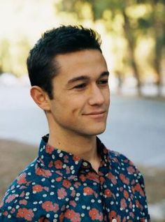 What's with the shirt..? Oh, well. Anything looks good on JGL