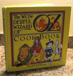The WONDERFUL WIZARD OF OZ Wicked Witch Dorothy Munchkin Cookbook 1981 1st ED