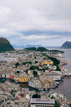 The beauty of Norway is something that always captures my attention - the stunning fjords, dramatic coastline and beautiful towns make this acountry that - Here's Why You Should Visit Alesund, One Of Norway's Cutest Little Towns - Travel, Travel Advice - Alesund, Europe, Norway -Travel, Food and Home Inspiration Blog with door-to-door Travel Planner! - Travel Advice, Travel Inspiration, Home Inspiration, Food Inspiration, Recipes, Photography