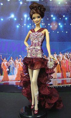 Miss République tchèque 2005-2006 http://www.ninimomo.com/ipc05czech1.jpg