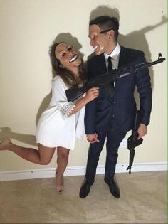 halloween costumes - 24 Best EVER Halloween costumes for couples homemade halloween costume/hot halloween costume/unique costume ideas/halloween couple costumes/halloween 2017 costume ideas/couples halloween… Cute Couple Halloween Costumes, Homemade Halloween Costumes, Fete Halloween, Halloween Outfits, Diy Costumes, Happy Halloween, Halloween 2017, Halloween Couples, Group Costumes