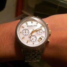 Super SALE Michael Kors Silver/Gold Watch Worn a few times, has silver and gold stainless steel exterior with a pearlized face, brand new battery just put in, links were removed but come with it, originally retailed for $259, comes with box care instructions links and tag, has minimal wear on back which is shown above. NO TRADES❌ PRICE ONLY NEGOTIABLE THROUGH THE OFFER BUTTON ✅ Michael Kors Accessories Watches