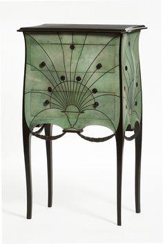 IRIBE - Commode - Vers 1912 - revêtement en galuchat teinté vert - Arts décoratifs (ART DECO)