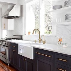 #TwoTone #KitchenCabinetry #UniqueLook #RRStyles  Photo: Interior Designer Elizabeth Lawson Architect Ed Hord