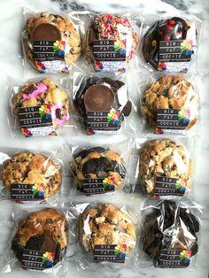 cookie packaging the WINNER of my Online Order Cookie Challenge! Baking Packaging, Biscuits Packaging, Dessert Packaging, Brownie Packaging, Bake Sale Packaging, Easy Cookie Recipes, Dessert Recipes, Cookie Bakery, Big Cookie