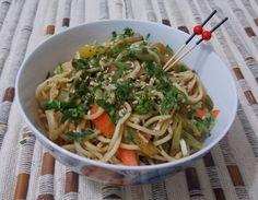 Noodles com Frango e Legumes - Na Biroskinha