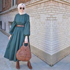Hijab styles 298785756527898910 - Hijab Style Hijab Outfit Hijab fashion Source by Modern Hijab Fashion, Street Hijab Fashion, Abaya Fashion, Muslim Fashion, Modest Fashion, Fashion Dresses, Fashion Fashion, Fashion Today, Hijab Mode