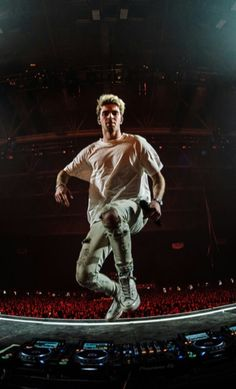 The Chainsmokers Wallpaper, Andrew Taggart, Concert Photography, You Funny, Edm, Boy Bands, Sexy Men, Hot Guys, Fangirl