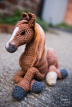 Ravelry: Unicorn pattern by Megan Lapp Crochet Pony, Crochet Horse, Kawaii Crochet, Cute Crochet, Crochet Crafts, Crochet Projects, Christmas Crochet Patterns, Crochet Animal Patterns, Crochet Doll Pattern