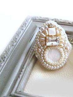 淡水パールビジューブローチ * 白ビーズ刺繍ブローチアレンジネックレス