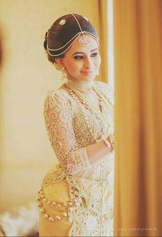 White Saree Wedding, Red Wedding, Wedding Bride, Wedding Dressses, Bridal Wedding Dresses, Dream Wedding Dresses, Wedding Ideas Sri Lanka, Srilankan Wedding, Bridesmaid Saree