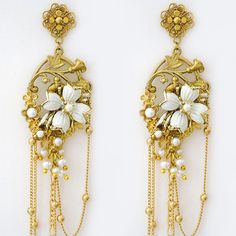 Pansey and Jameson Vintage Bridal jewelry.  Unique bridal chandelier earrings that define Bohemian glamour.  http://perfectdetails.com/PJD81014-8G.htm