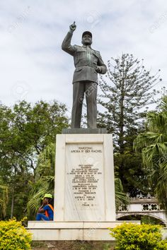 The first Statue of Samora Moisés Machel erected before the much larger statue at the Independence Square.