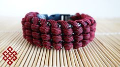 How to Make the Track Knot Paracord Bracelet Tutorial