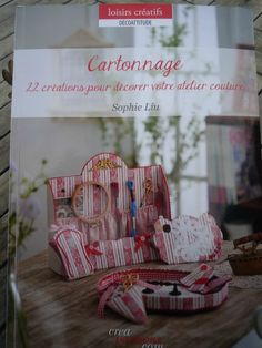 Superbe livre pour apprendre les bases du cartonnage Book Crafts, Paper Crafts, Diy Crafts, Craft Books, Small Sewing Projects, Easy Projects, Decoupage, Magazine Crafts, Chiffon